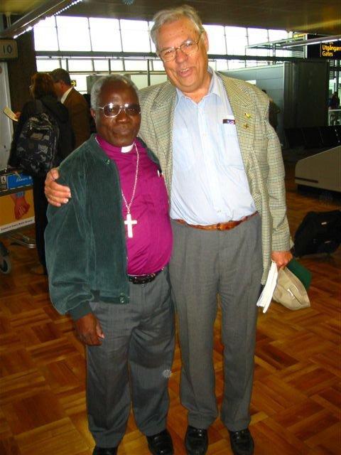 Piispa Johannes Sindano - hänen kanssaan saimme Nkurenkuruun lukion, joka yksi Namibian parhaista