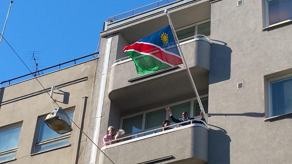 Namibian Helsingin suurlähetystöä avaamassa 21.3.2015 Namibian suurlähettilään Bonny Haufikun kanssa